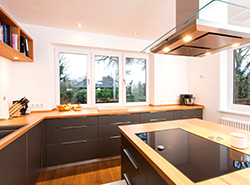 Moderne Küche Buche Multiplex HPL-Beschichtung und Edelstahl