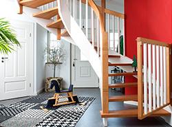 Treppe – Eiche und Buche in farbiger Kombination